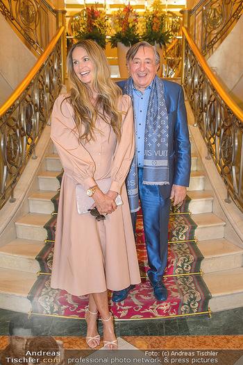 Elle MacPherson PK und Autogrammstunde - Grand Hotel und Lugner City - Mi 27.02.2019 - Elle MACPHERSON, Richard LUGNER17