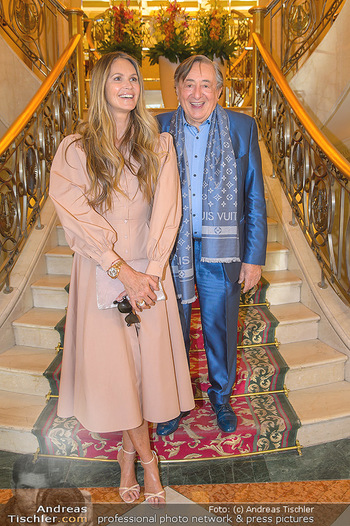 Elle MacPherson PK und Autogrammstunde - Grand Hotel und Lugner City - Mi 27.02.2019 - Elle MACPHERSON, Richard LUGNER18