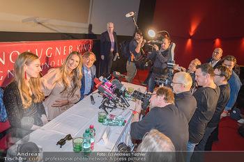 Elle MacPherson PK und Autogrammstunde - Grand Hotel und Lugner City - Mi 27.02.2019 - Medienandrang, Fotografen, Journalisten, Pressemeute bei Elle MA47