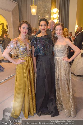 Opernball 2019 - Feststiege - Wiener Staatsoper - Do 28.02.2019 - Alice FIRENZE, Rebecca HORNER, Nina TOLONI24