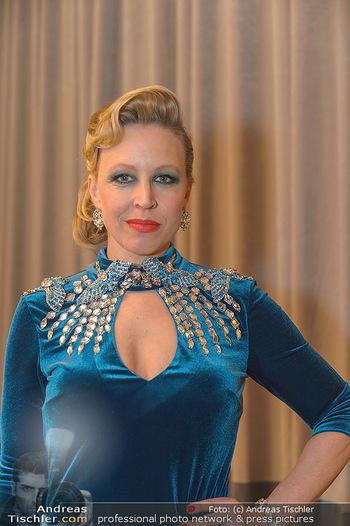 Opernball 2019 - Feststiege - Wiener Staatsoper - Do 28.02.2019 - Nina PROLL (Portrait)26