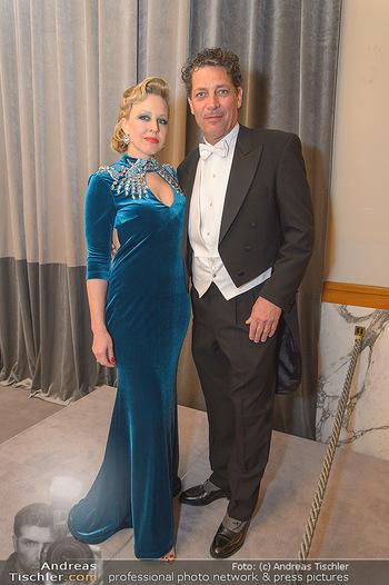 Opernball 2019 - Feststiege - Wiener Staatsoper - Do 28.02.2019 - Nina PROLL, Gregor BLOEBB28