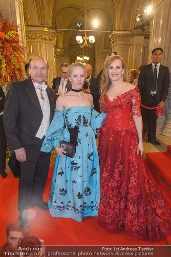 Opernball 2019 - Feststiege - Wiener Staatsoper - Do 28.02.2019 - Susanne WUEST, Dominique MEYER, Maria GROßBAUER83