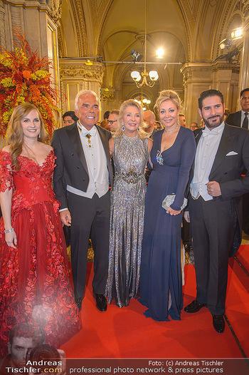 Opernball 2019 - Feststiege - Wiener Staatsoper - Do 28.02.2019 - Maria GROßBAUER, Nadja SWAROVSKI, Marina GIORI-LHOTA, Michael H108