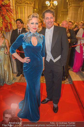 Opernball 2019 - Feststiege - Wiener Staatsoper - Do 28.02.2019 - Nina PROLL, Gregor BLOEBB110