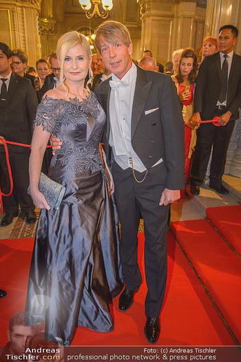 Opernball 2019 - Feststiege - Wiener Staatsoper - Do 28.02.2019 - Sonja SARKÖZI, Dominic HEINZL119