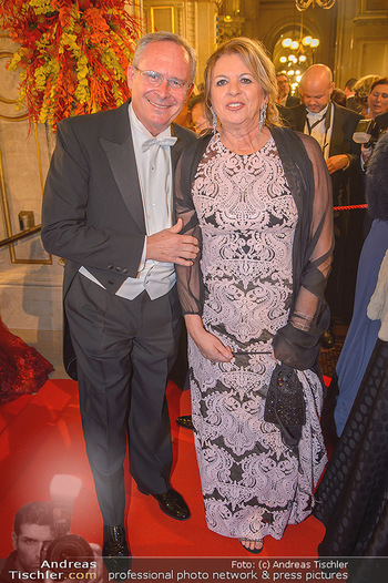 Opernball 2019 - Feststiege - Wiener Staatsoper - Do 28.02.2019 - Karl MAHRER mit Ehefrau Christina124