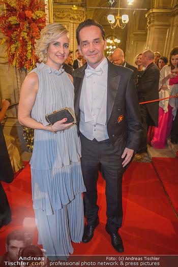 Opernball 2019 - Feststiege - Wiener Staatsoper - Do 28.02.2019 - Kurt GOLLOWITZER mit Begleitung127