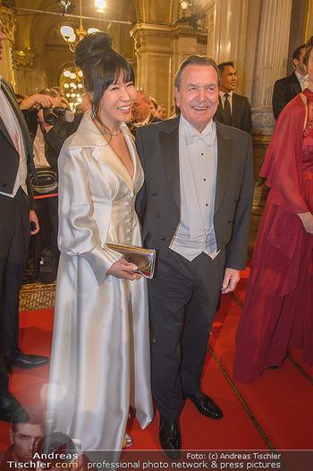 Opernball 2019 - Feststiege - Wiener Staatsoper - Do 28.02.2019 - Gerhard SCHRÖDER, Kim SO-YEON139