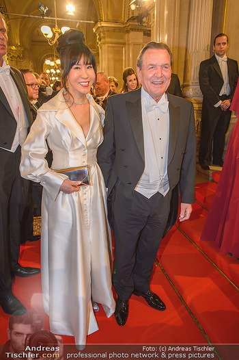 Opernball 2019 - Feststiege - Wiener Staatsoper - Do 28.02.2019 - Gerhard SCHRÖDER, Kim SO-YEON141
