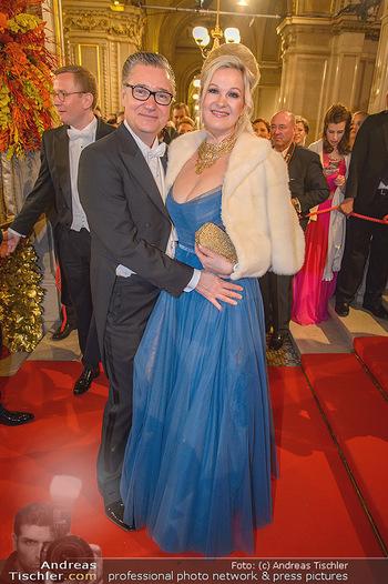 Opernball 2019 - Feststiege - Wiener Staatsoper - Do 28.02.2019 - Felix und Nina ADLON142