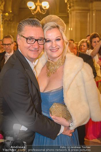 Opernball 2019 - Feststiege - Wiener Staatsoper - Do 28.02.2019 - Felix und Nina ADLON143