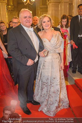 Opernball 2019 - Feststiege - Wiener Staatsoper - Do 28.02.2019 - Johanna MIKL-LEITNER mit Ehemann Andreas144