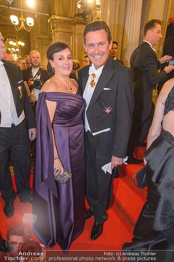 Opernball 2019 - Feststiege - Wiener Staatsoper - Do 28.02.2019 - Peter HANKE mit Ehefrau191