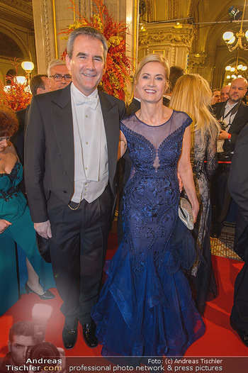 Opernball 2019 - Feststiege - Wiener Staatsoper - Do 28.02.2019 - Hartwig LÖGER mit Ehefrau Claudia198