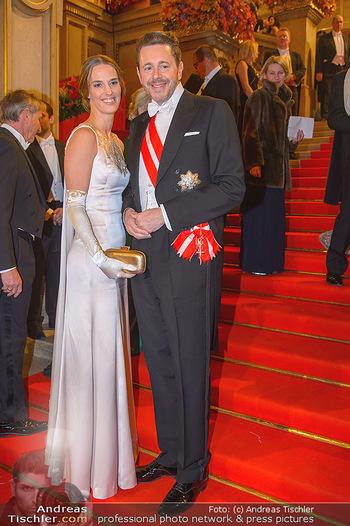 Opernball 2019 - Feststiege - Wiener Staatsoper - Do 28.02.2019 - Harald MAHRER mit Ehefrau Andrea204