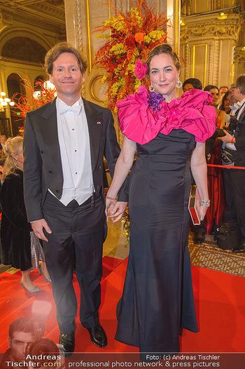 Opernball 2019 - Feststiege - Wiener Staatsoper - Do 28.02.2019 - Trevor D. TRAINA mit Ehefrau Alexis S.209