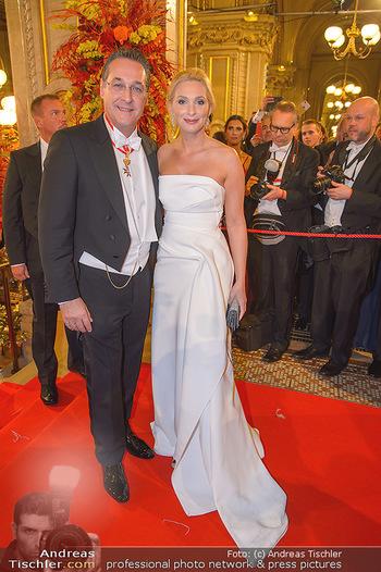 Opernball 2019 - Feststiege - Wiener Staatsoper - Do 28.02.2019 - Heinz Christian HC STRACHE mit Ehefrau Philippa214