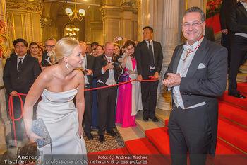 Opernball 2019 - Feststiege - Wiener Staatsoper - Do 28.02.2019 - Heinz Christian HC STRACHE mit Ehefrau Philippa220