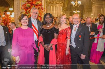 Opernball 2019 - Feststiege - Wiener Staatsoper - Do 28.02.2019 - Alexander VAN DER BELLEN, Doris SCHMIDAUER, Auma OBAMA, Maria GR225