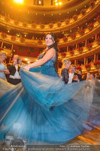 Opernball 2019 - Das Fest - Wiener Staatsoper - Do 28.02.2019 - Anna NETREBKO auf der Tanzfläche, Kleid1