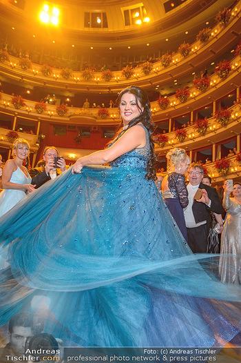 Opernball 2019 - Das Fest - Wiener Staatsoper - Do 28.02.2019 - Anna NETREBKO auf der Tanzfläche, Kleid103