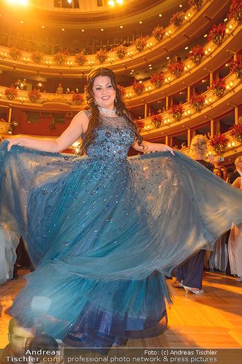 Opernball 2019 - Das Fest - Wiener Staatsoper - Do 28.02.2019 - Anna NETREBKO auf der Tanzfläche, Kleid104