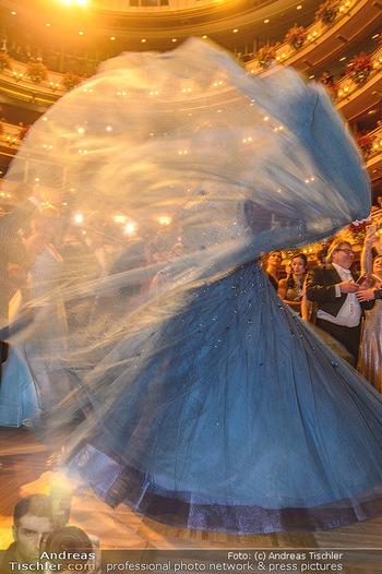 Opernball 2019 - Das Fest - Wiener Staatsoper - Do 28.02.2019 - Anna NETREBKO auf der Tanzfläche, Kleid105