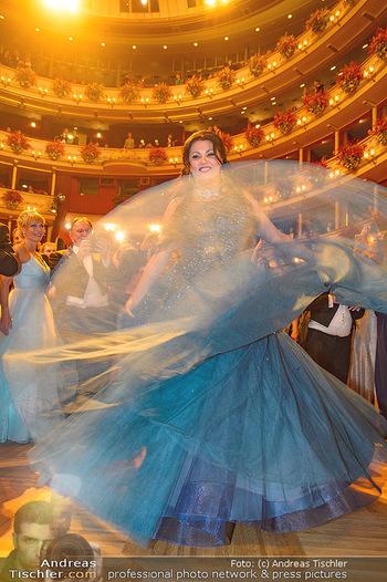 Opernball 2019 - Das Fest - Wiener Staatsoper - Do 28.02.2019 - Anna NETREBKO auf der Tanzfläche, Kleid106