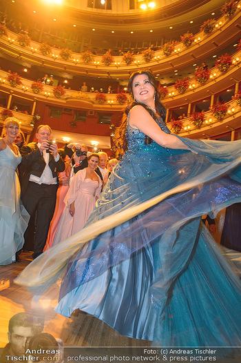 Opernball 2019 - Das Fest - Wiener Staatsoper - Do 28.02.2019 - Anna NETREBKO auf der Tanzfläche, Kleid108