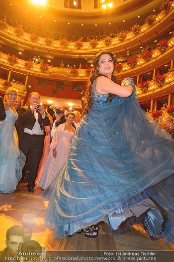 Opernball 2019 - Das Fest - Wiener Staatsoper - Do 28.02.2019 - Anna NETREBKO auf der Tanzfläche, Kleid109
