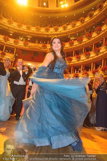 Opernball 2019 - Das Fest - Wiener Staatsoper - Do 28.02.2019 - Anna NETREBKO auf der Tanzfläche, Kleid110