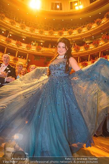 Opernball 2019 - Das Fest - Wiener Staatsoper - Do 28.02.2019 - Anna NETREBKO auf der Tanzfläche, Kleid112