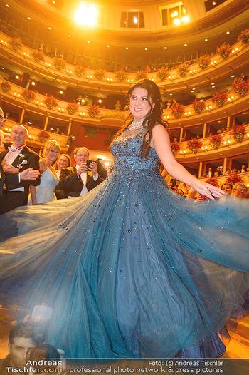 Opernball 2019 - Das Fest - Wiener Staatsoper - Do 28.02.2019 - Anna NETREBKO auf der Tanzfläche, Kleid113