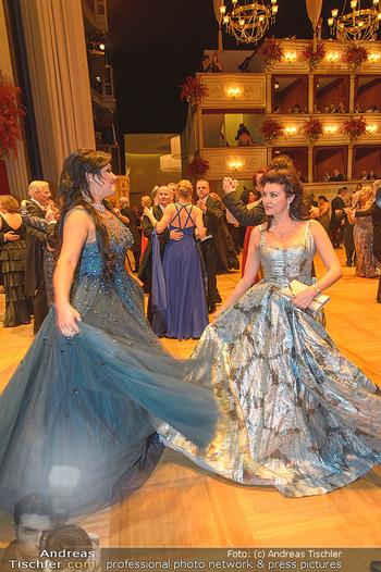 Opernball 2019 - Das Fest - Wiener Staatsoper - Do 28.02.2019 - Anna NETREBKO mit Schwester Natalia117
