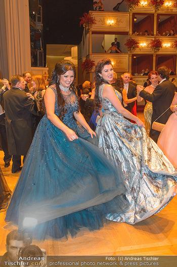 Opernball 2019 - Das Fest - Wiener Staatsoper - Do 28.02.2019 - Anna NETREBKO mit Schwester Natalia118