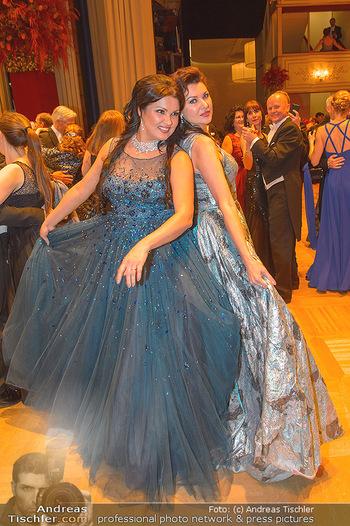 Opernball 2019 - Das Fest - Wiener Staatsoper - Do 28.02.2019 - Anna NETREBKO mit Schwester Natalia121
