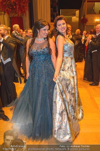 Opernball 2019 - Das Fest - Wiener Staatsoper - Do 28.02.2019 - Anna NETREBKO mit Schwester Natalia125