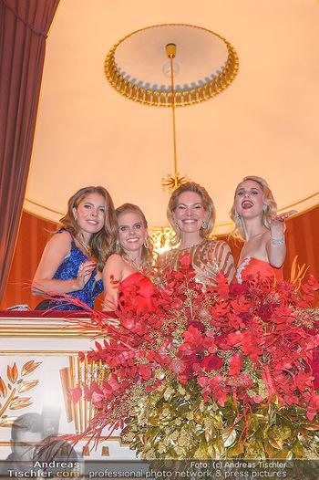 Opernball 2019 - Das Fest - Wiener Staatsoper - Do 28.02.2019 - Victoria SWAROVSKI mit Mutter Alexandra, Susanne THIER, Silvia S210