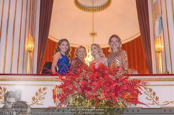 Opernball 2019 - Das Fest - Wiener Staatsoper - Do 28.02.2019 - Victoria SWAROVSKI mit Mutter Alexandra, Ingrid FLICK, Silvia SC214