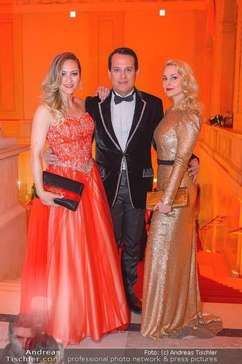 Juristenball - Hofburg Wien - So 03.03.2019 - Silvia SCHNEIDER, Gregor GLANZ mit Freundin Daniela13