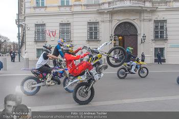 Masters of Dirt meets Bundeskanzler Sebastian Kurz - Bundeskanzleramt, Ballhausplatz, Wien - Do 14.03.2019 - Motorräder, Motocross vor dem Bundeskanzleramt am Ballhausplatz3