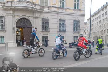 Masters of Dirt meets Bundeskanzler Sebastian Kurz - Bundeskanzleramt, Ballhausplatz, Wien - Do 14.03.2019 - Motorräder, Motocross vor dem Bundeskanzleramt am Ballhausplatz5