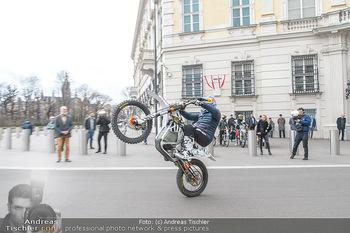 Masters of Dirt meets Bundeskanzler Sebastian Kurz - Bundeskanzleramt, Ballhausplatz, Wien - Do 14.03.2019 - Motorräder, Motocross vor dem Bundeskanzleramt am Ballhausplatz32