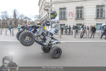 Masters of Dirt meets Bundeskanzler Sebastian Kurz - Bundeskanzleramt, Ballhausplatz, Wien - Do 14.03.2019 - Motorräder, Motocross vor dem Bundeskanzleramt am Ballhausplatz33