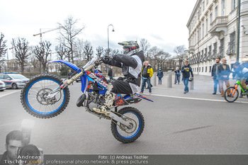 Masters of Dirt meets Bundeskanzler Sebastian Kurz - Bundeskanzleramt, Ballhausplatz, Wien - Do 14.03.2019 - Motorräder, Motocross vor dem Bundeskanzleramt am Ballhausplatz34