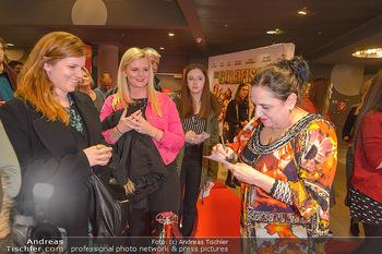 Kinopremiere ´Die Goldfische´ - Cineplexx Donauplex Wien - Do 14.03.2019 - Maria HAPPEL gibt Autogramme69