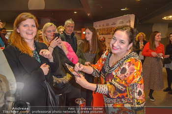 Kinopremiere ´Die Goldfische´ - Cineplexx Donauplex Wien - Do 14.03.2019 - Maria HAPPEL gibt Autogramme70