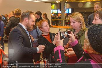 Kinopremiere ´Die Goldfische´ - Cineplexx Donauplex Wien - Do 14.03.2019 - Axel STEIN gibt Autogramme73
