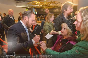 Kinopremiere ´Die Goldfische´ - Cineplexx Donauplex Wien - Do 14.03.2019 - Axel STEIN gibt Autogramme76